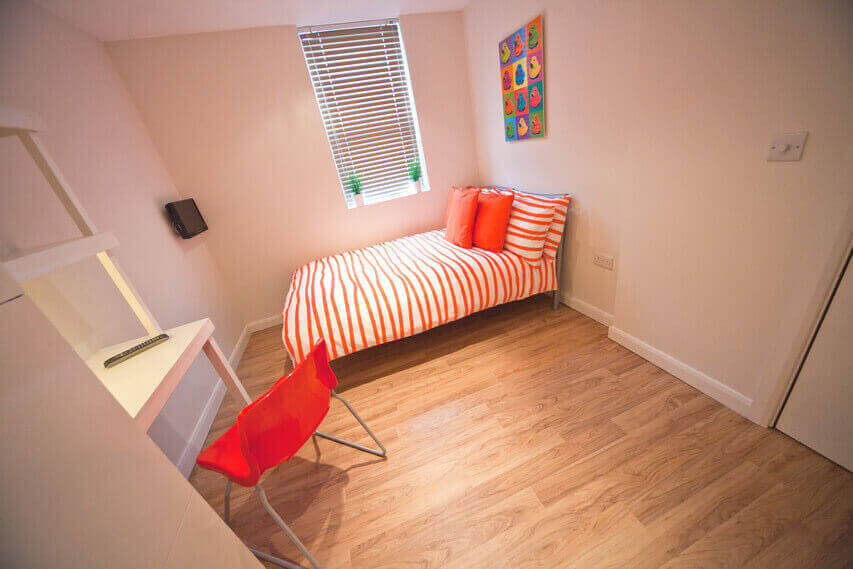 Bellvue Student Accommodation for Rent in Preston showing bed and desk